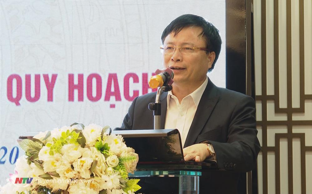 Đồng chí Bùi Đình Long - Phó Chủ tịch UBND tỉnh phát biểu tại buổi gặp mặt.