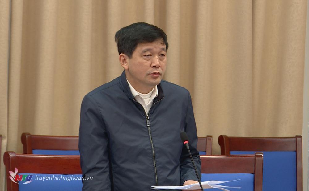 Đồng chí Kha Văn Tám - Chủ tịch Liên đoàn Lao động tỉnh phát biểu ý kiến.