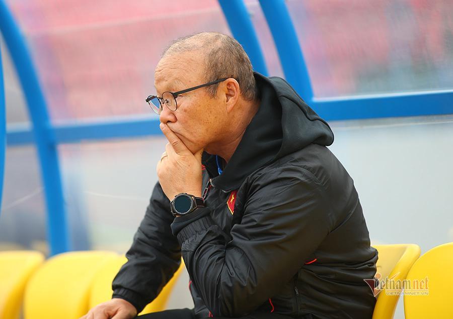 HLV Park Hang Seo có nhiều thử nghiệm ở cả hai đội
