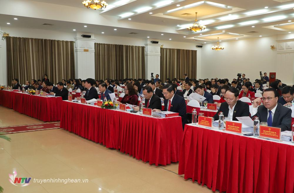 Các đại biểu dự kỳ họp.