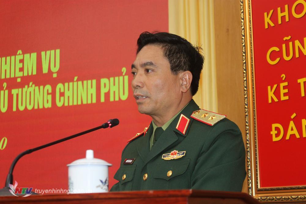 Trung tướng Nguyễn Doãn Anh, Tư lệnh Quân khu phát biểu tại hội nghị.