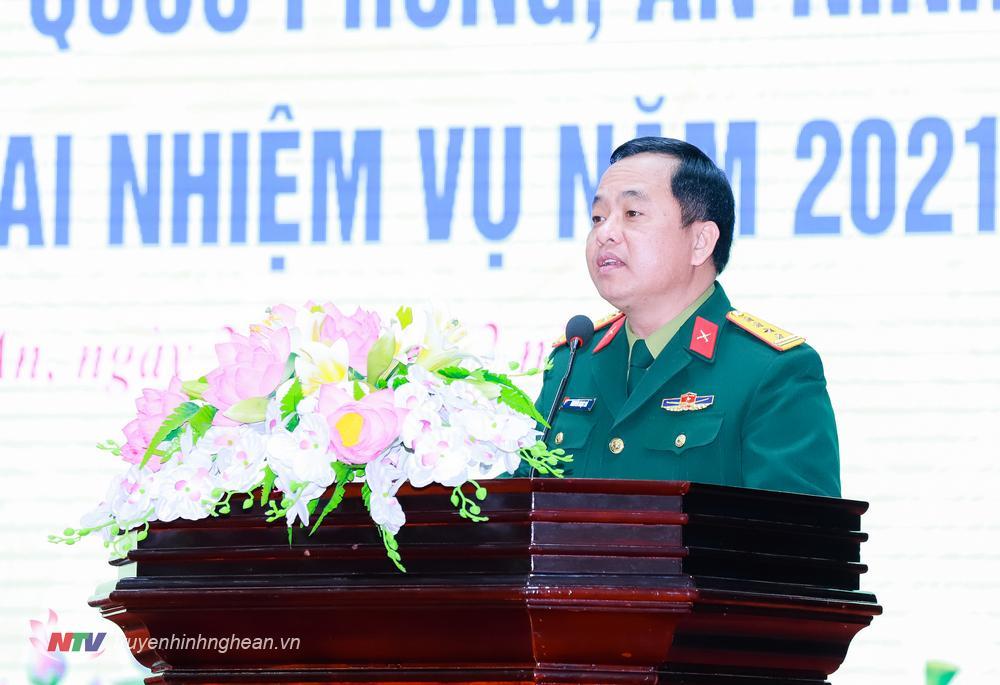Đại tá Nguyễn Ngọc Hà - Ủy viên Ban Thường vụ Tỉnh ủy, Chỉ huy trưởng Bộ Chỉ huy Quân sự tỉnh trình bày báo cáo Tổng kết công tác quốc phòng - an ninh năm 2020 và nhiệm vụ năm 2021.