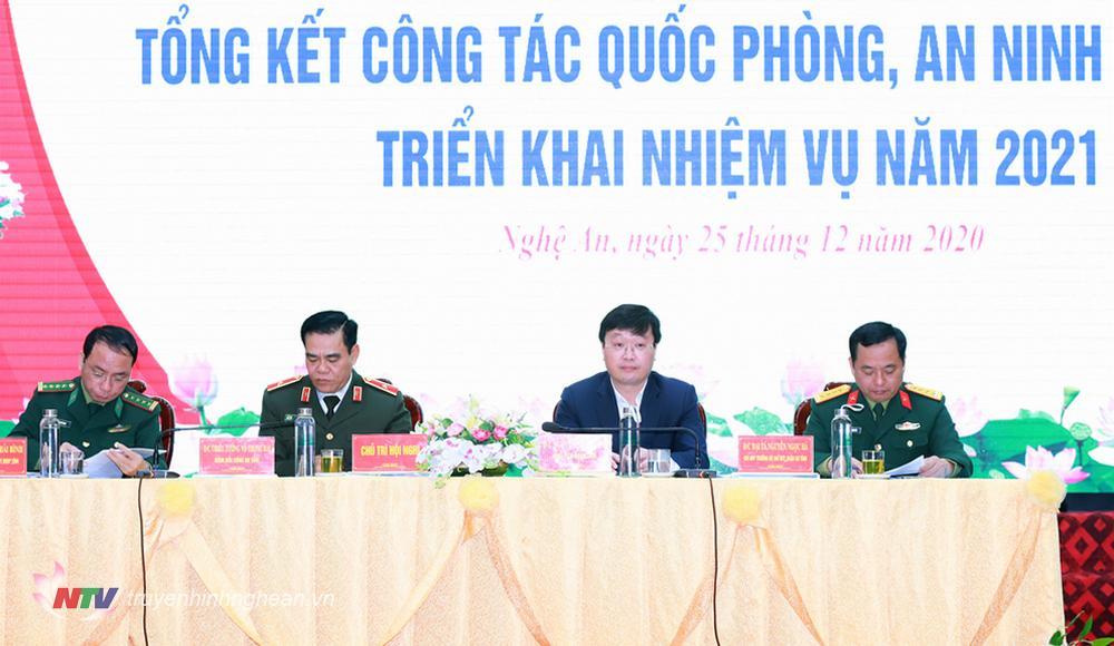 Các đồng chí chủ trì hội nghị.