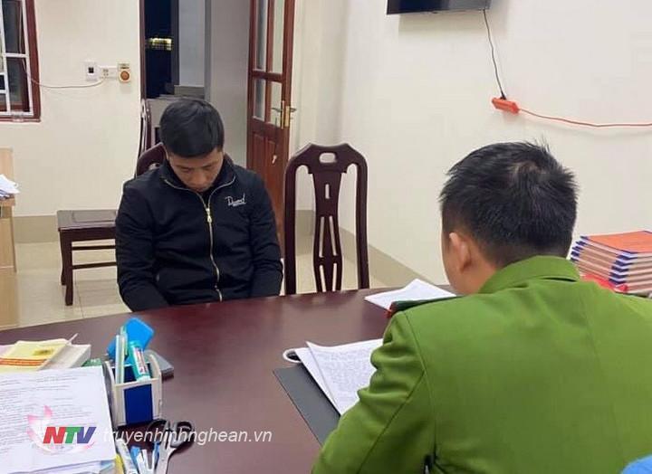 Lực lượng chức năng làm việc với Hồ Văn Tâm về hành vi