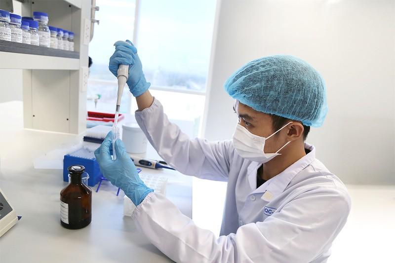 Nghiên cứu sản xuất vaccine ngừa COVID-19 tại Công ty cổ phần Công nghệ dược Nanogen (Khu công nghệ cao TP.HCM).