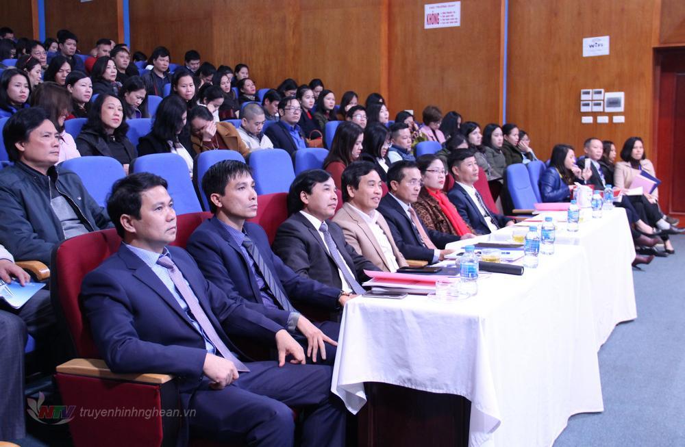 Các đại biểu dự lễ trao giải.