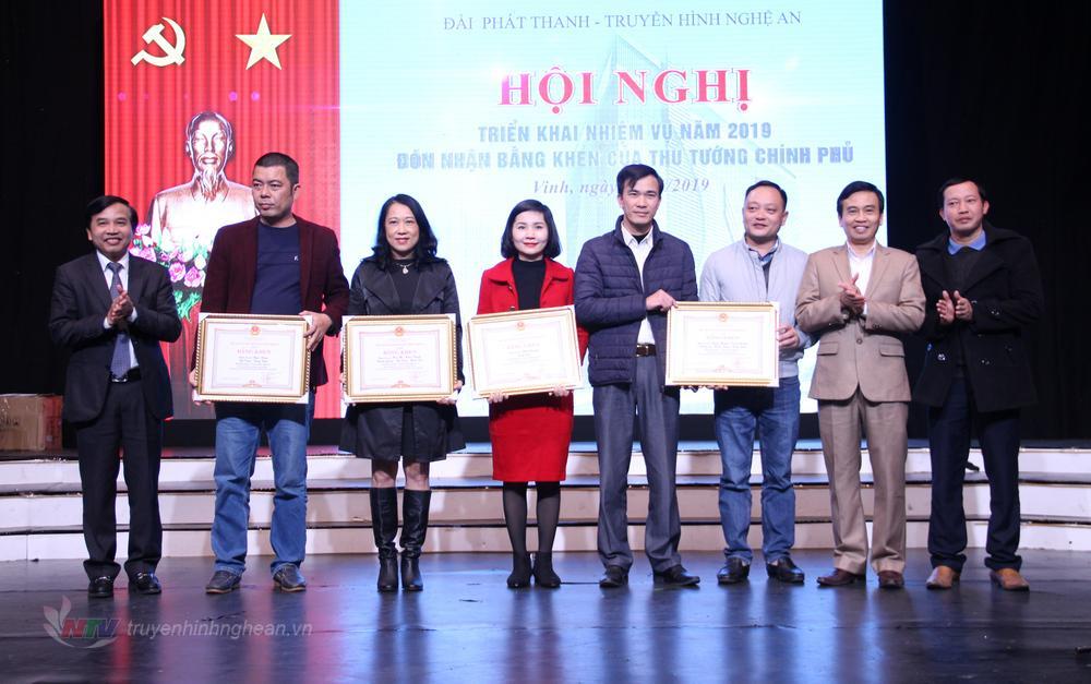 Trao Bằng khen của ... cho các tác giả, nhóm tác giả đạt giải tại Liên hoan Phát thanh và Liên hoan Truyền hình toàn quốc năm 2018.