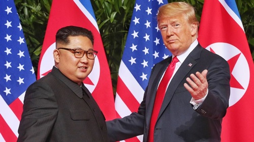 Trump (phải) và Kim Jong-un tại hội nghị thượng đỉnh lần đầu ở Singapore tháng 6/2018.