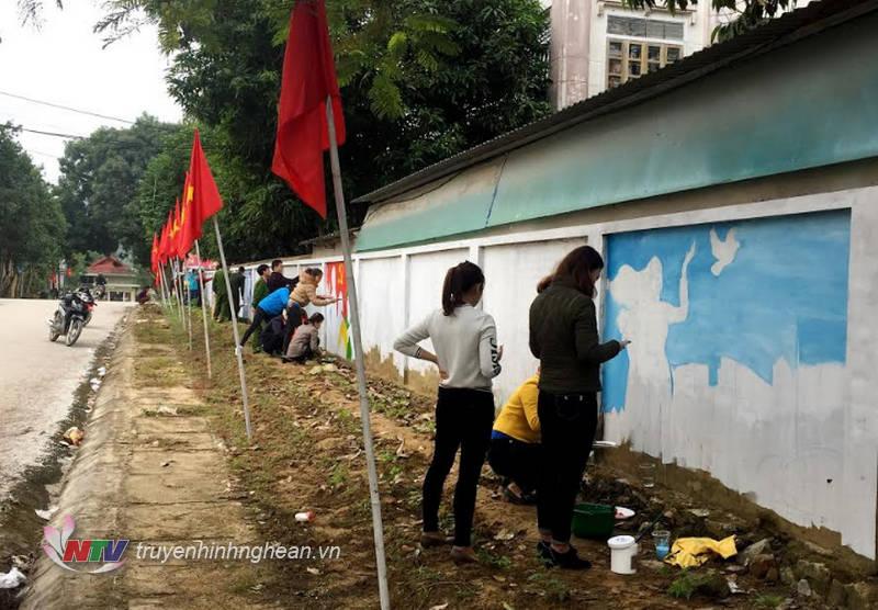 Con đường bích họa dài 200m với sự tham gia của 100 đoàn viên thanh niên.