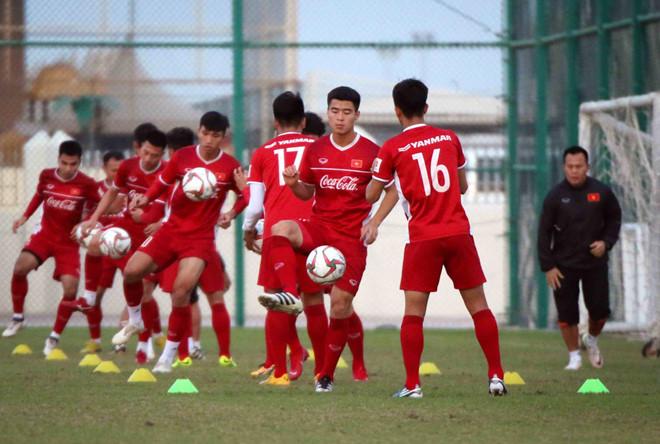 Trước Trọng Hoàng, một cầu thủ quan trọng khác là Văn Toàn cũng đã bình phục hoàn toàn, thậm chí ra sân trong trận giao hữu với Philippines hôm 31/12 vừa rồi. Văn Toàn là phương án đột biến tốt nhất từ ghế dự bị của HLV Park Hang-seo. Lần gần nhất Toàn vào sân là ở trận gặp Myanmar tại vòng bảng AFF Cup 2018.