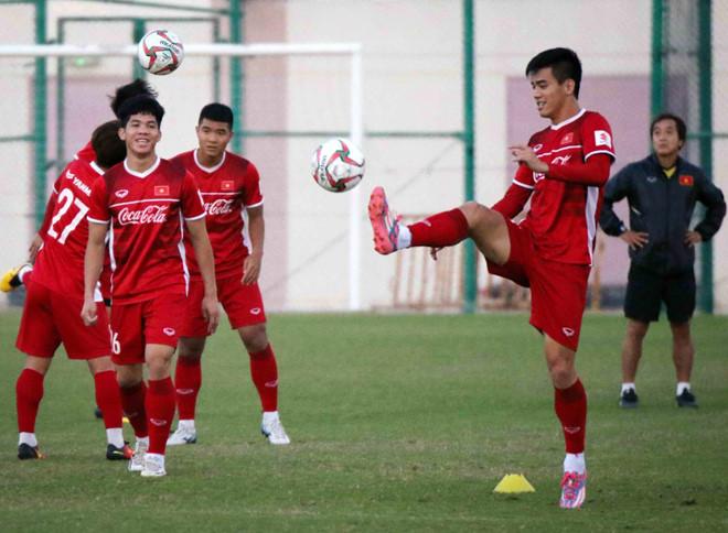 Văn Toàn và Trọng Hoàng trở lại giúp HLV Park Hang-seo có trong tay lực lượng mạnh nhất. Ông Park sẽ theo dõi tình hình sức khỏe các cầu thủ trước khi chốt danh sách 23 cầu thủ, 1 ngày trước thời điểm ra quân của tuyển Việt Nam ở Asian Cup 2019 - hôm 8/1.