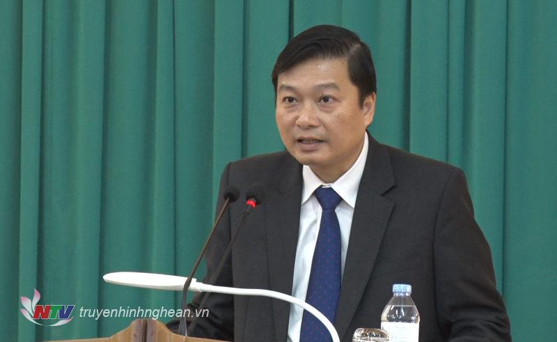 Phó Chủ tịch UBND tỉnh Lê Hồng Vinh phát biểu tại hội nghi.