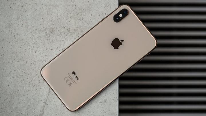 4. iPhone X bản 2019  iPhone X 2019 có thể tương thích 5G, tích hợp nhận diện khuôn mặt chất lượng tốt hơn, camera sau được tối ưu hóa chất lượng hình ảnh và chính xác nhờ thực tế tăng cường.