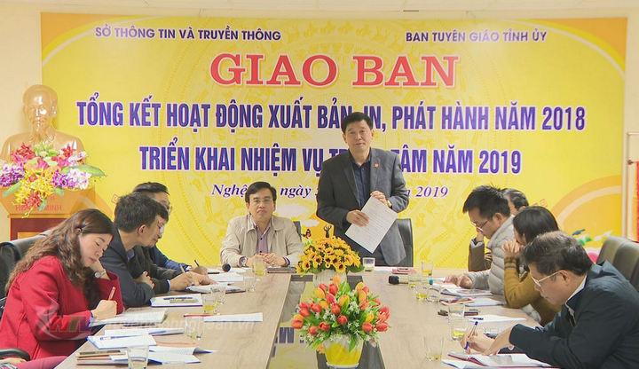 Đồng chí Kha Văn Tám - Kha Văn Tám – Phó Trưởng ban Tuyên giáo Tỉnh ủy phát biểu tại hội nghị giao ban.