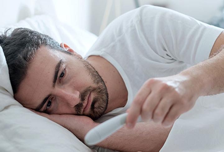 8. Cúm: Cúm là do một loại virus ảnh hưởng đến toàn cơ thể, đặc biệt là mũi, họng và phổi. Bạn có thể bị sốt cao và ớn lạnh, đi kèm là đau đầu, đau cơ, ho.