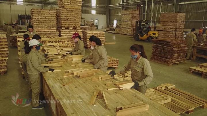   Tỷ trọng khu vực công nghiệp - xây dựng Nghệ An từ 27,7% năm 2013 tăng lên trên 33% năm 2018.  