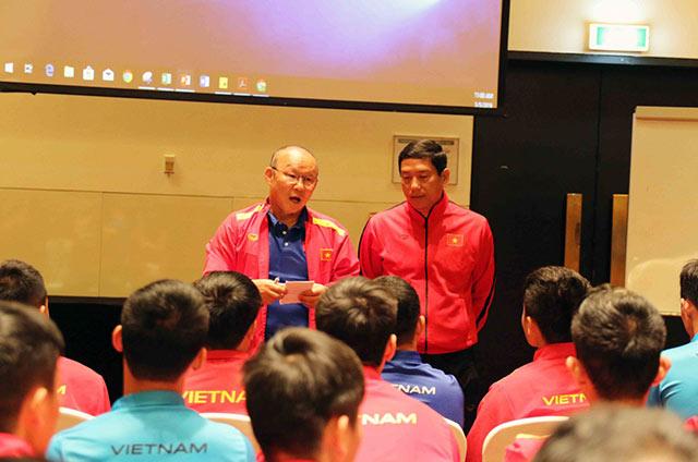 HLV trưởng Park Hang Seo cũng yêu cầu các học trò cần phải luôn luôn có sự tập trung trong thi đấu, trao dồi kiến thức về luật để hạn chế thấp nhất những sai sót không đáng có