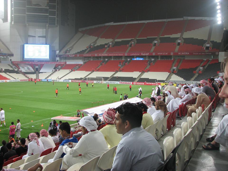 Mohammed Bin Zayed (thành phố Abu Dhabi, sức chứa 43.056 chỗ ngồi): SVĐ Mohammed Bin Zayed đưa vào sử dụng kể từ năm 1979. Nhằm phục vụ cho các trận đấu ở cúp câu lạc bộ thế giới 2010, sân bóng này được cải tạo từ 15.000 chỗ ngồi lên gần gấp 3 lần (43.056). Tại đây, bóng sẽ lăn ở 4 trận vòng bảng, 1 trận vòng 16 đội, tứ kết và bán kết.