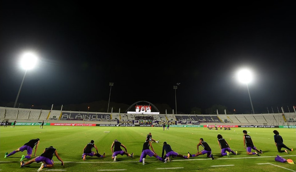 Khalifa Bin Zayed (thành phố Al Ain, sức chứa 16.000 chỗ ngồi): Sân bóng khá cũ kỹ Khalifa Bin Zayed là nơi tổ chức một số trận đấu của Asian Cup 1996. Ngoài ra, nơi đây từng đăng cai giải trẻ FIFA năm 2003. Giống Al Sharjah, sân Khalifa Bin Zayed tổ chức 5 trận vòng bảng và 1 trận vòng 16 đội. Trong đó, đáng chú ý có màn so tài giữa tuyển Nhật Bản và Uzbekistan.