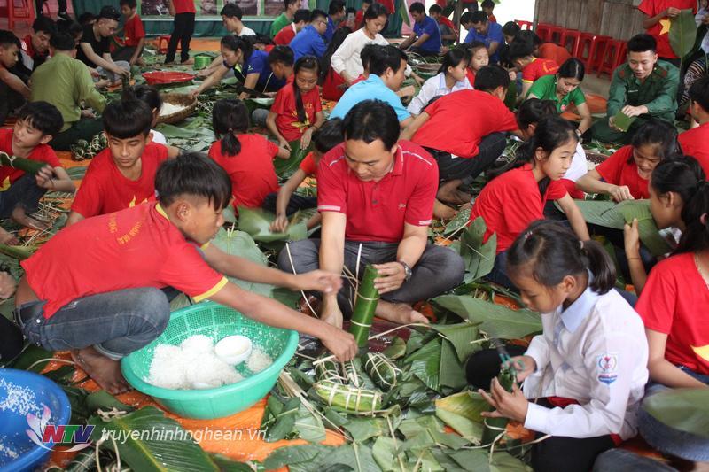 Tương Dương là 1 trong những huyện nghèo của tỉnh Nghệ An với 6 dân tộc anh em cùng sinh sống gồm: Thái, Mông, Khơ Mú, Ơ Đu, Tày Poọng, tỷ lệ hộ nghèo còn cao. Trong năm qua, huyện liên tục bị ảnh hưởng nặng nề bởi thiên tai, lụt bão và thủy điện xả lũ gây ra. Vì vậy để có được một mùa đông ấm áp và đón một cái tết đầy ý nghĩa, huyện Tương Dương đã có nhiều chương trình kêu gọi các nhà hảo tâm trong và ngoài huyện, có những chuyến thiện nguyện đầy ý nghĩa về với vùng cao.