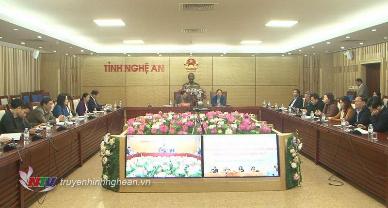 Tại điểm cầu Nghệ An, đồng chí Lê Minh Thông – Ủy viên BTV Tỉnh ủy, Phó Chủ tịch UBND tỉnh chủ trì hội nghị.