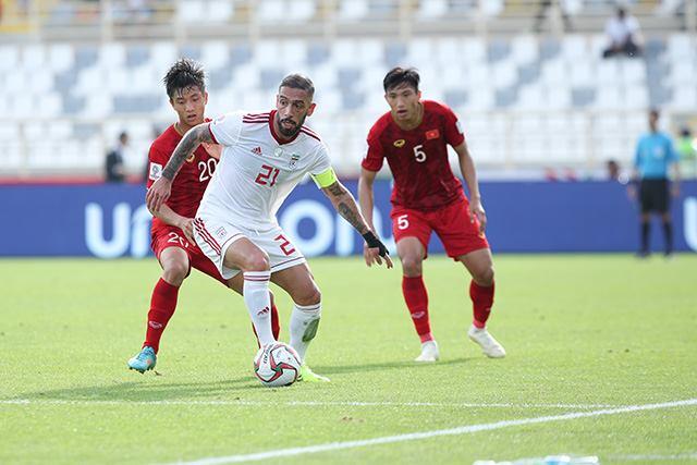 ĐT Việt Nam thi đấu kiên cường trước ĐT Iran
