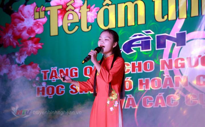 Quán quân Giọng hát Việt nhí Hà Quỳnh Như tham gia biểu diễn tại chương trình.