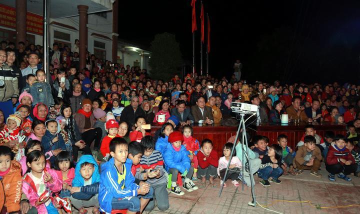 Đông đảo người dân tham gia chương trình.