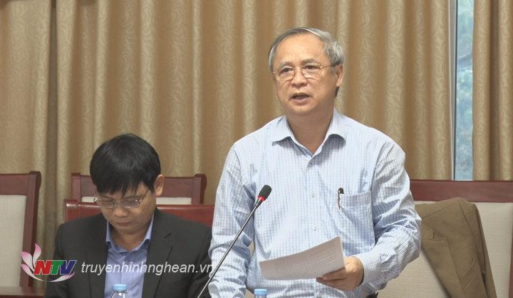 Đại diện Cục thống kê Nghệ An báo cáo tại cuộc họp.