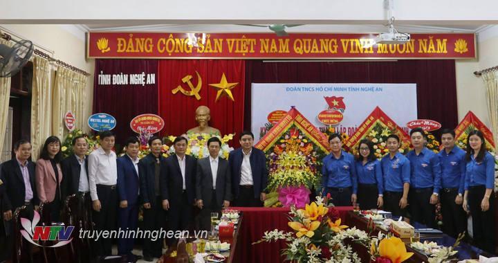 Thường trực Tỉnh uỷ và lãnh đạo các ban Đảng chúc mừng Tỉnh đoàn Nghệ An nhân ngày 26-3.