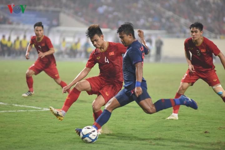 Bước sang hiệp 2, U23 Việt Nam và U23 Thái Lan đẩy cao tốc độ của trận đấu.
