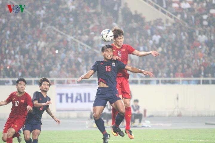 Tuy nhiên việc được thi đấu dưới sự cổ vũ của 40.000 CĐV, U23 Việt Nam tạo được thế trận tốt trước U23 Thái Lan.