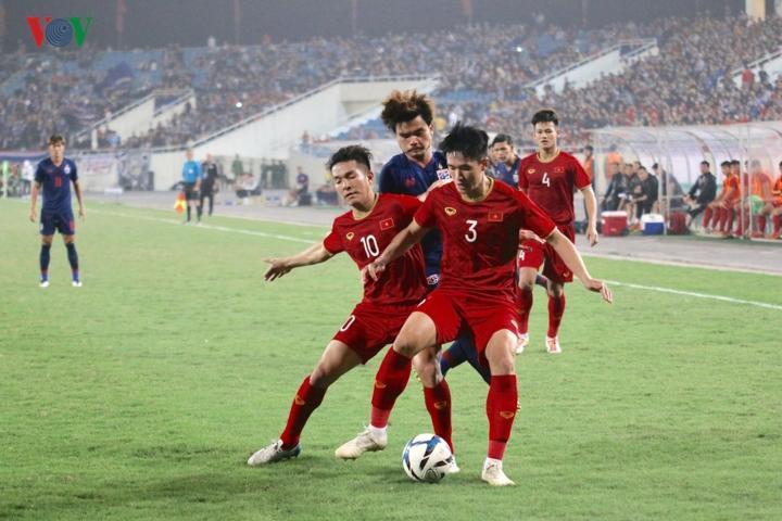 Ở chiều ngược lại, các pha lên bóng của U23 Thái Lan không thể xuyên phá được hàng thủ đầy kỷ luật của U23 Thái Lan.
