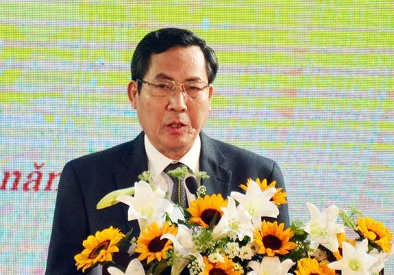 Nhà báo Thuận Hữu đọc diễn văn kỷ niệm.