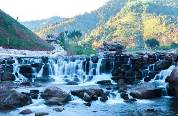 Thiên nhiên hữu tình - nơi cầu kính Mộc Châu được xây dựng.