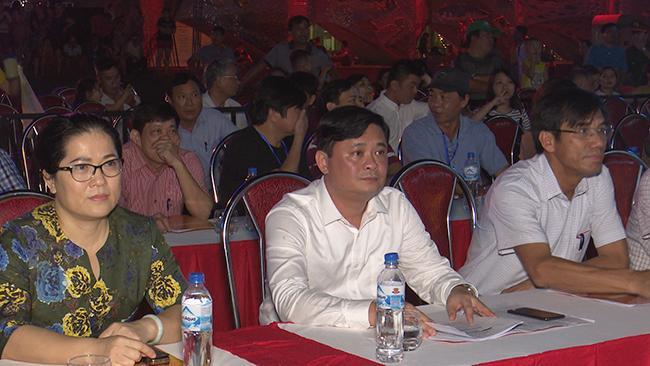 Chủ tịch UBND tỉnh Thái Thanh Quý cùng lãnh đạo thị xã Cửa Lò tham dự buổi tổng duyệt