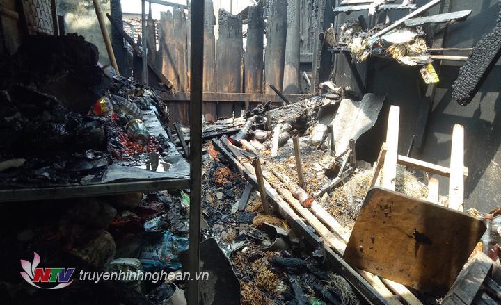 Vụ cháy đêm 24/4 rạng sáng 25/4 đã thiêu rụi nhiều ki ốt tại chợ Hiếu.