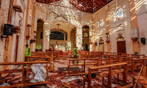 Cảnh hoang tàn trong nhà thờ Sebastian. Ảnh: CNN.