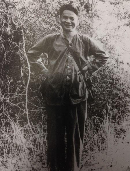 Phó Tư lệnh - Tham mưu trưởng Quân giải phóng miền Nam Lê Đức Anh tại Bộ Tư lệnh miền - khu căn cứ Tà Thiết, năm 1966. (Ảnh trong cuốn Hồi ký).