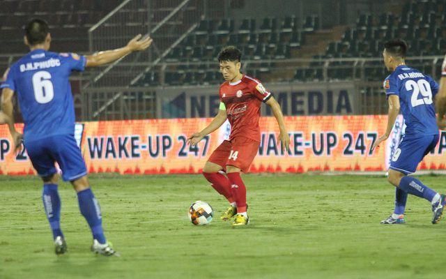 Một trong những tiền vệ trung tâm hay nhất V-League hiện giờ là Đỗ Văn Thuận vắng mặt ở đội tuyển Việt Nam (ảnh: Trọng Vũ)