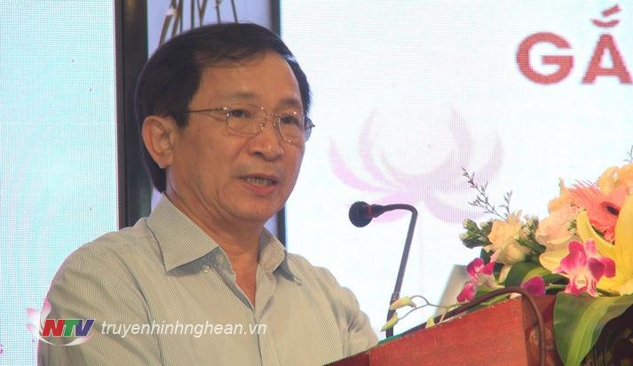 Phó Chủ tịch UBND tỉnh Đinh Viết Hồng phát biểu tại hội thảo.