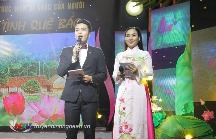 MC Hồng Sơn - Lê Mai dẫn dắt chương trình.