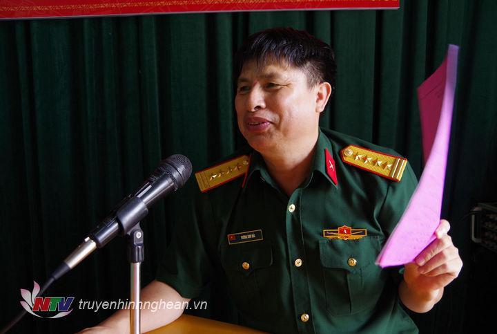 Đại tá Vương Kim Hải – Phó Chính ủy Bộ CHQS Tỉnh phát biểu tại hội nghị.