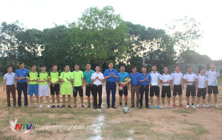 iao lưu bóng đá cho các công nhân của công ty cổ phần mía đường Sông Lam và công ty TNHH thủy lợi Tây Nam Nghệ An