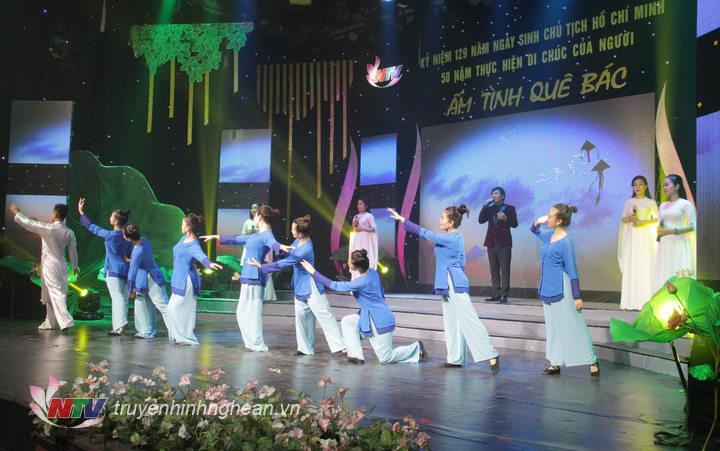 cùng trở lại với không gian của làng Chùa, núi Chung cùng hình ảnh về người mẹ Việt Nam trong hai ca khúc của các nhạc sỹ xứ Nghệ sáng tác rất quen thuộc và nổi tiếng: Tiếng sáo diều tuổi thơ – sáng tác: Hoàng Thành