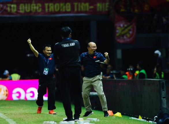 Ông Park ăn mừng bàn thắng của Anh Đức vào lưới Thái Lan - Ảnh: A.T
