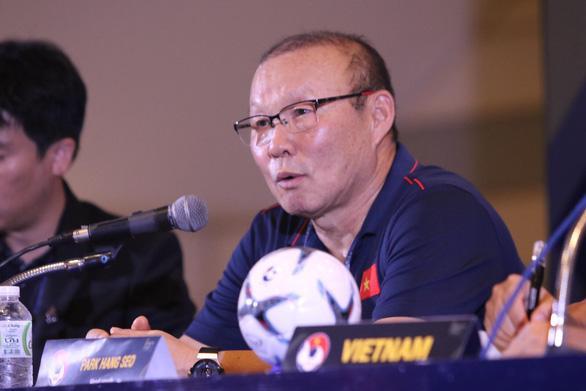 HLV Park Hang Seo trong buổi họp báo sau trận - Ảnh: A.T