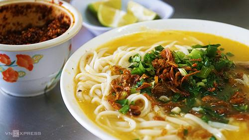 Cháo canh là món ăn du khách phải thử khi có dịp ghé thăm Nghệ An. Ảnh: Di Vỹ.