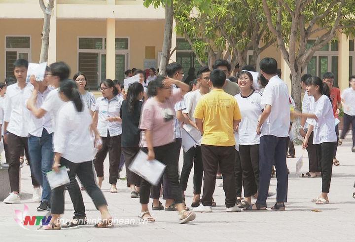 Phần lớn các thí sinh hài lòng với bài làm của mình sau khi thi môn Ngữ Văn.