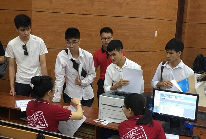 Sinh viên nhập học ảnh: Nghiêm Huê.